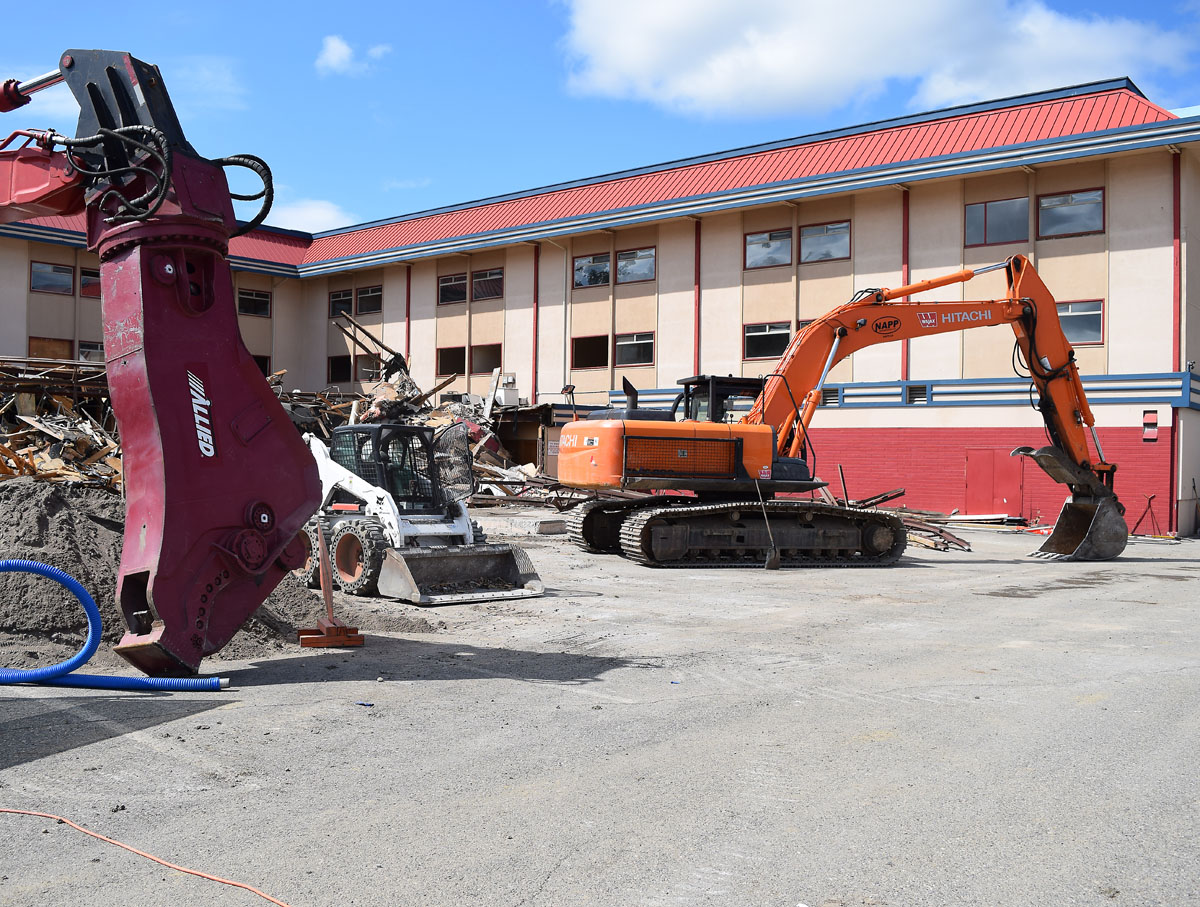 The $4.5 million demolition of the Days Inn is underway in downtown Prince George. The hotel is being demolished to make way for the replacement to the Four Seasons Pool. Bill Phillips photo