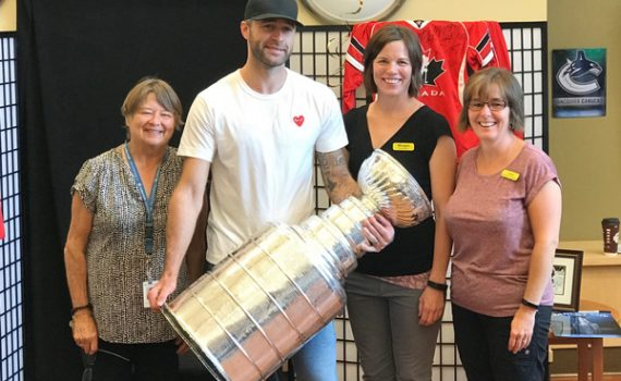Brett Connolly with Gateway Lodge staff, including his aunt Lynn AuCoin (far right). Northern Health photo
