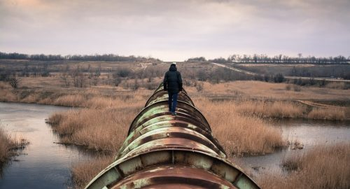 Six-in-ten Canadians say lack of new pipeline capacity represents a crisis in this country